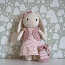 Krea Deluxe - Hækleopskrift - Tøj til pige kanin bamse