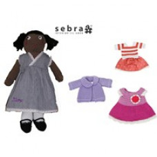 Min personlig Dukke Sarah med 4 sæt tøj