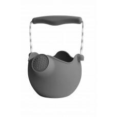 Scrunch - Sandlegetøj - Watering-can - Blød vandkande - Antracit grå